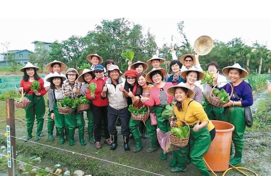 榮獲綠色標章的羅東溪休閒農業區服務中心,來到休區可以體驗採摘蓮花與蔬菜的田園樂。...