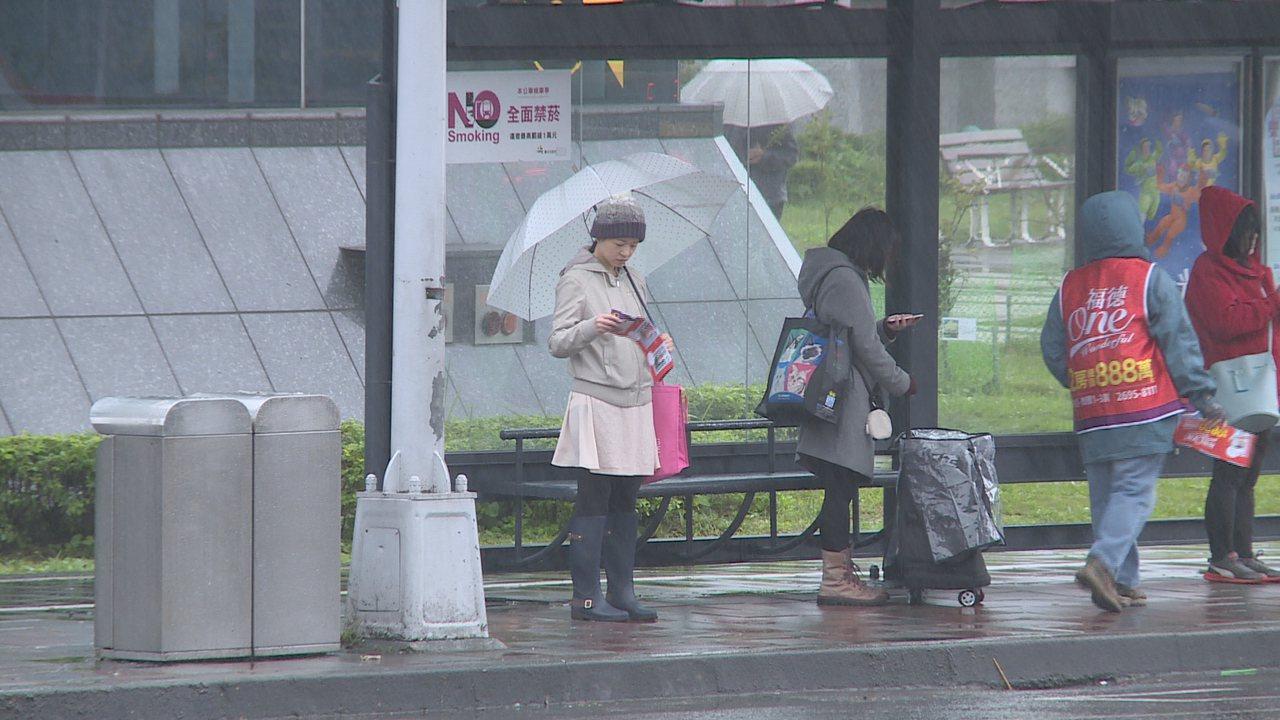 2018年最後一天,受東北季風影響,氣象局預估北台灣天氣又濕又冷。攝影/記者王彥...