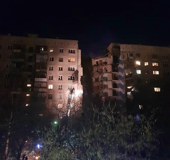 馬格尼托哥爾斯克市(Magnitogorsk)的一處公寓大樓31日疑似發生瓦斯氣...