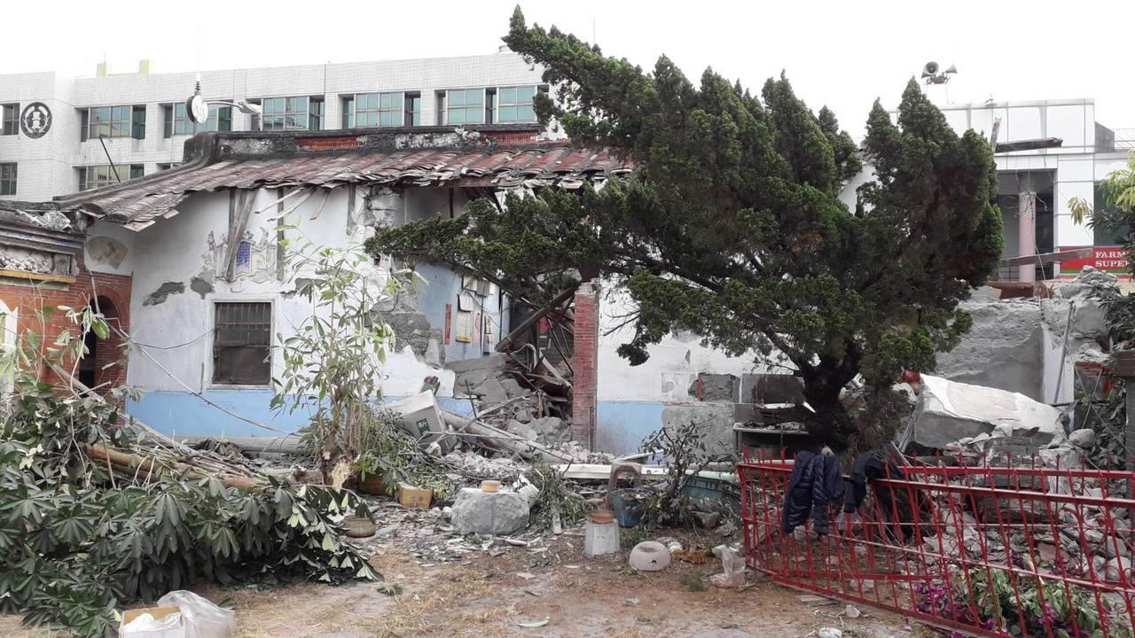 暫定古蹟蔡家古厝的東西廂房遭毀損。記者蔣繼平/翻攝