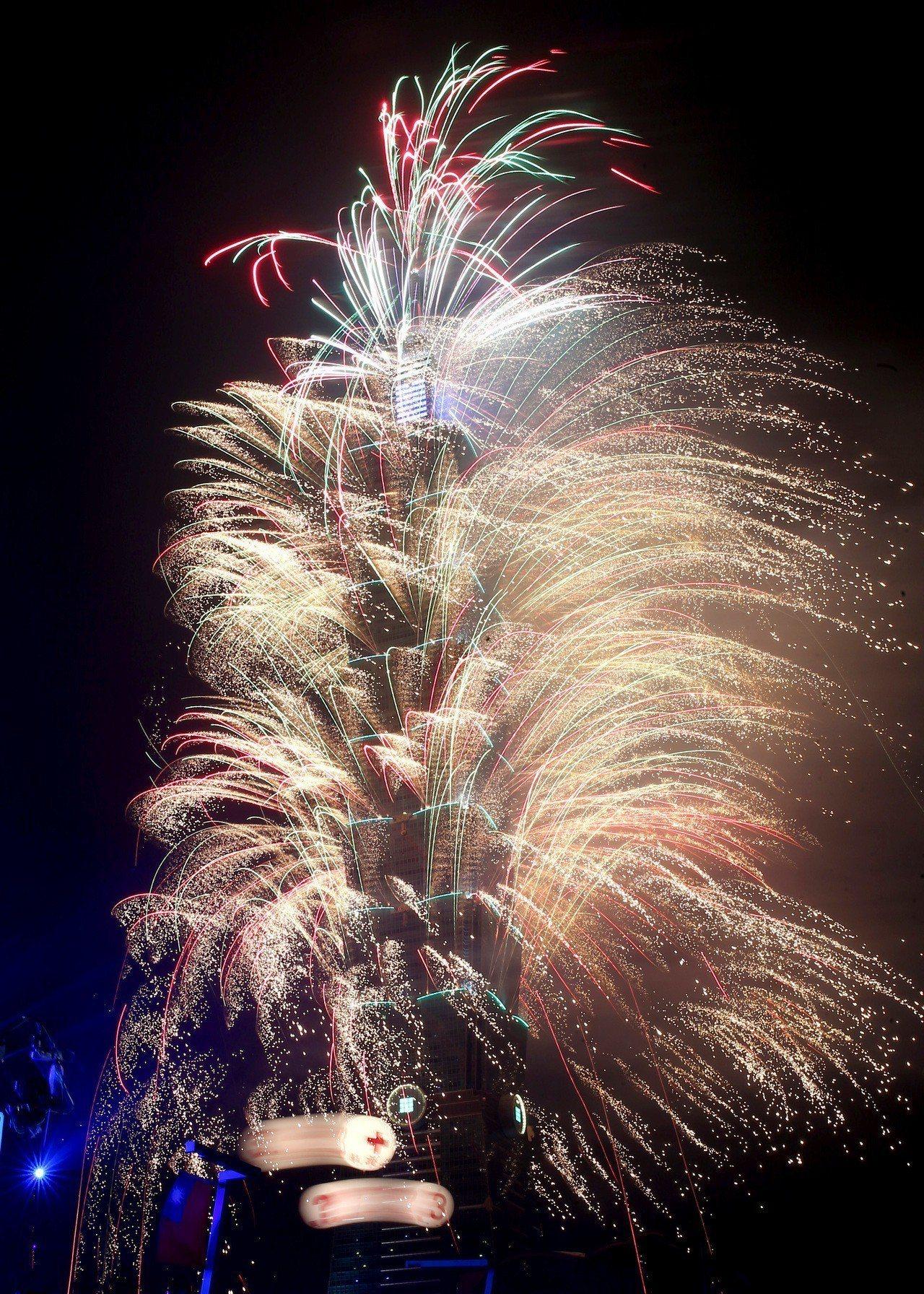 台北101的煙火秀和演唱會,已經成為信義區跨年夜的重點活動,每年都能吸引多達百萬...