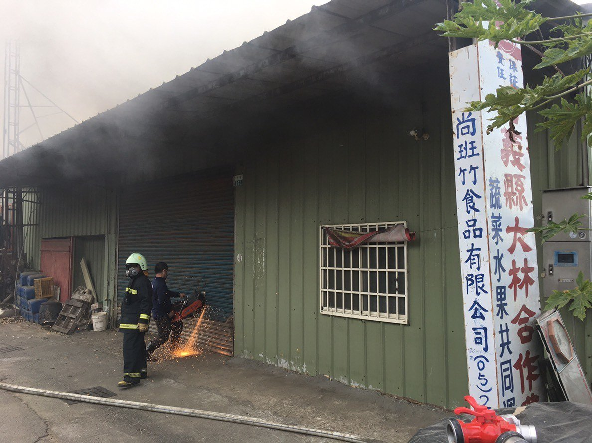 大林竹筍加工廠失火。圖/讀者提供