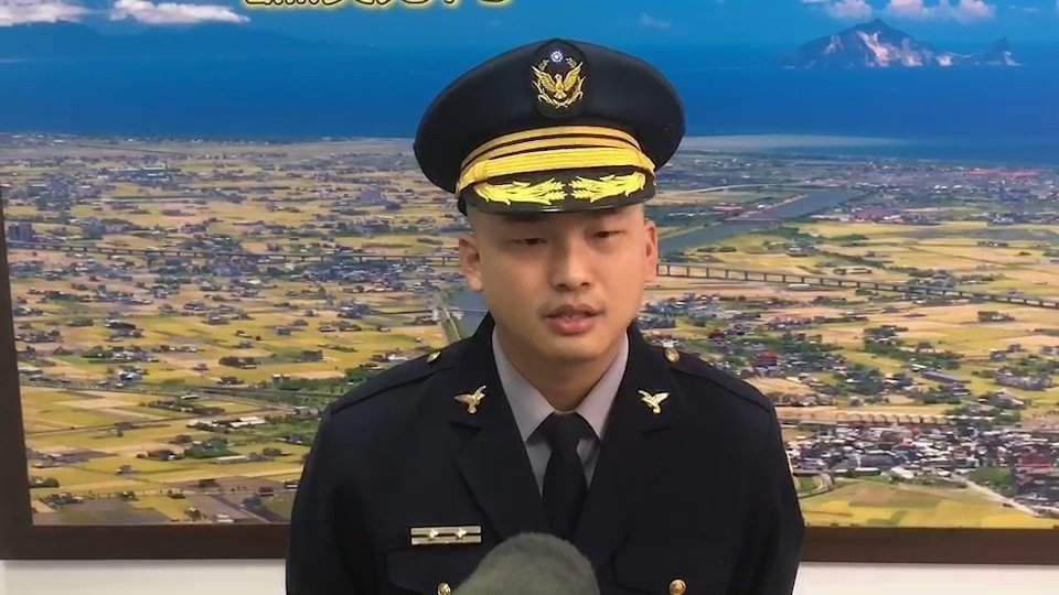 警方表示,目前與當事者連絡中,並以行車紀錄器完整畫面判斷,影片中男子是否持拿著電...