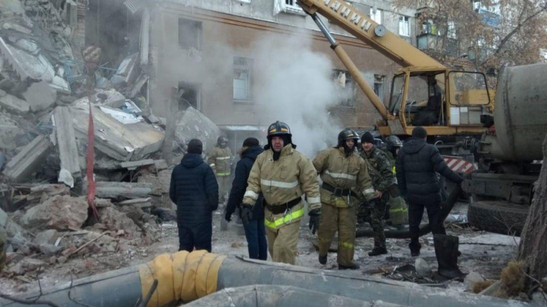 氣爆後的廢墟下方可聽到呼救聲傳出。圖取自英國sky news