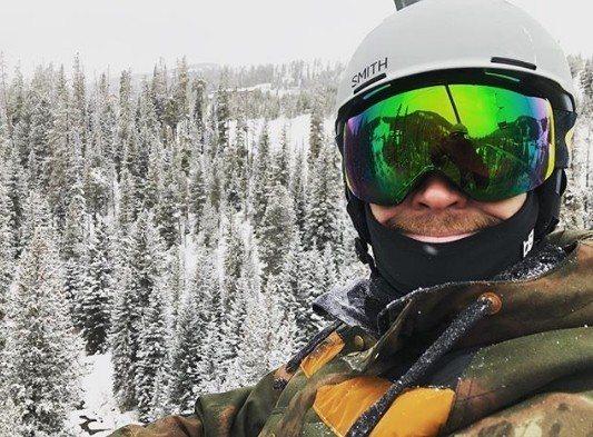 克里斯及連恩的大哥路克漢斯沃也正在美國蒙大拿州的雪山。圖/摘自IG