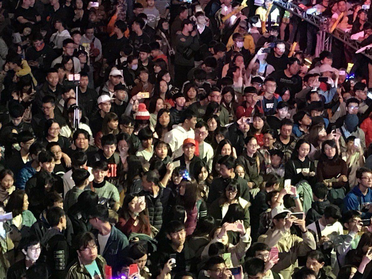 夢時代跨年派對一開場就吸引25萬人次到場。記者謝梅芬/攝影