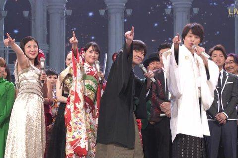 日本NHK跨年特別節目「紅白歌唱大賽」今晚在NHK大會堂盛大舉行,因為年號更換在即,第69屆的「紅白」象徵著平成年代的落幕,也是平成最後一唱。今由廣瀨鈴搭檔嵐的成員櫻井翔主持,共49組藝人輪番上陣,...