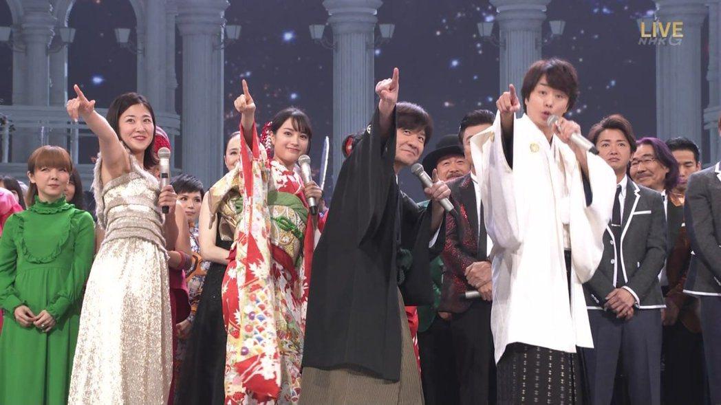 櫻井翔和廣瀨鈴熱情開場。圖/摘自推特