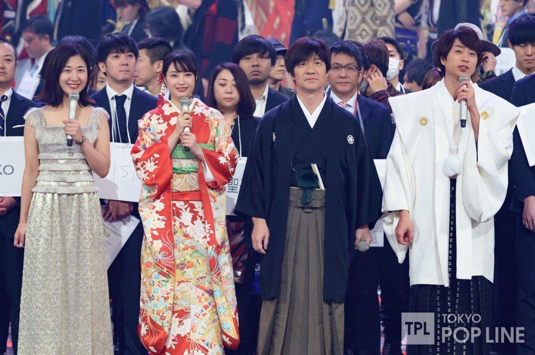 今年由櫻井翔(右起)、内村光良、廣瀨鈴、桑子真帆負責「紅白」主持。圖/摘自TOK...