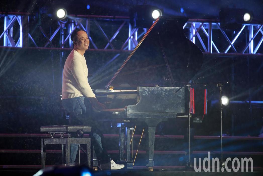 台北最High新年城2019跨年晚會,鋼琴家陳瑞斌演出。記者許正宏/攝影