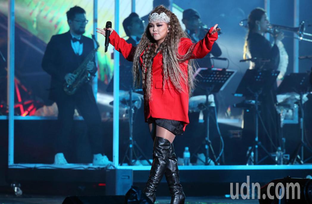 台北跨年晚會,張惠妹一連演唱16首經典歌曲,壓軸演出一小時。記者許正宏/攝影