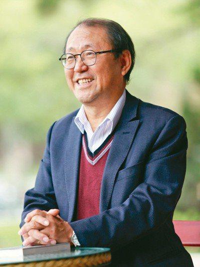 洪泰雄以新的飲食概念告訴民眾如何吃出健康。 記者杜建重/攝影