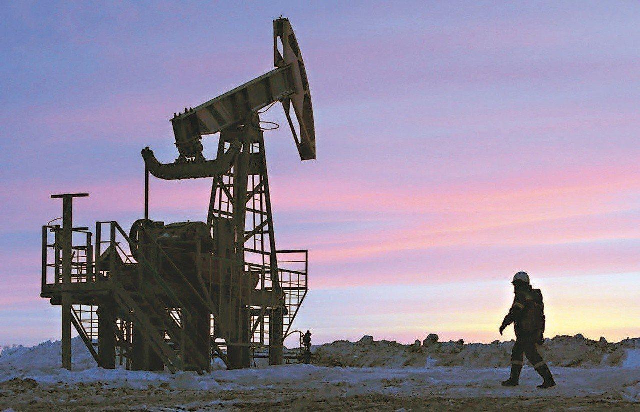分析師預測今年油價將漲至平均每桶七十美元。 (路透)
