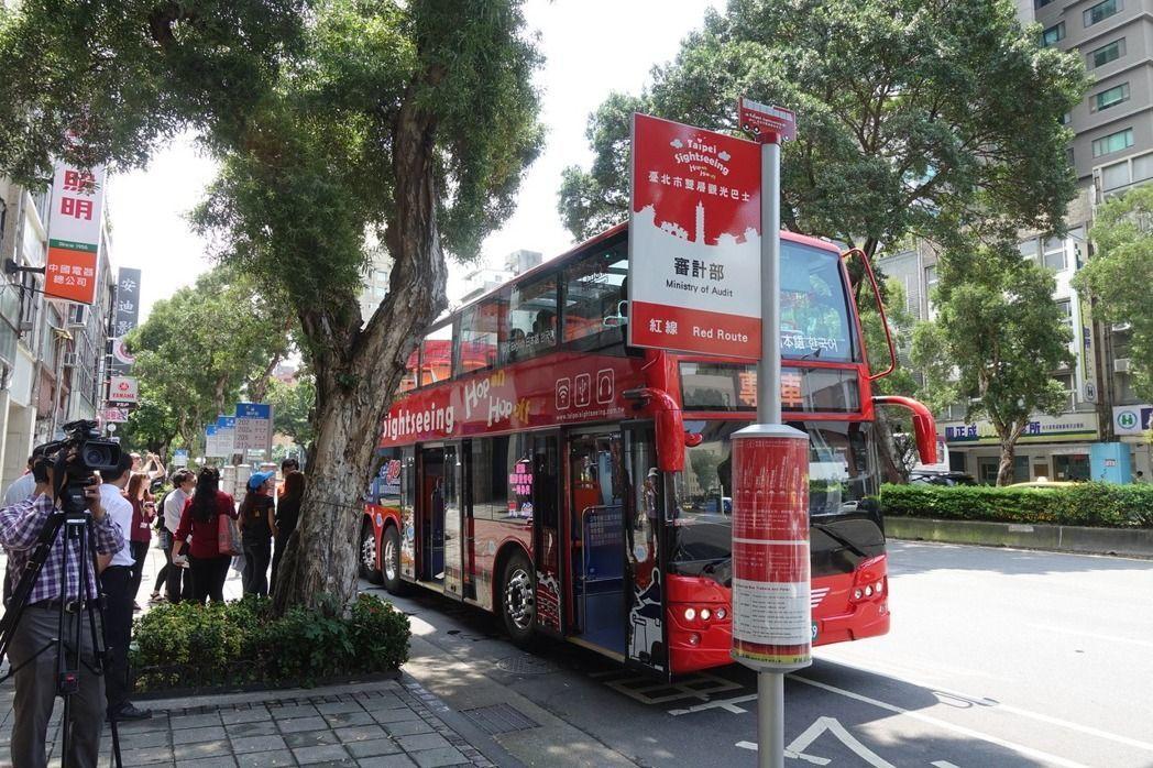 台北市雙層觀光巴士上路近2年。 圖/聯合報系資料照片