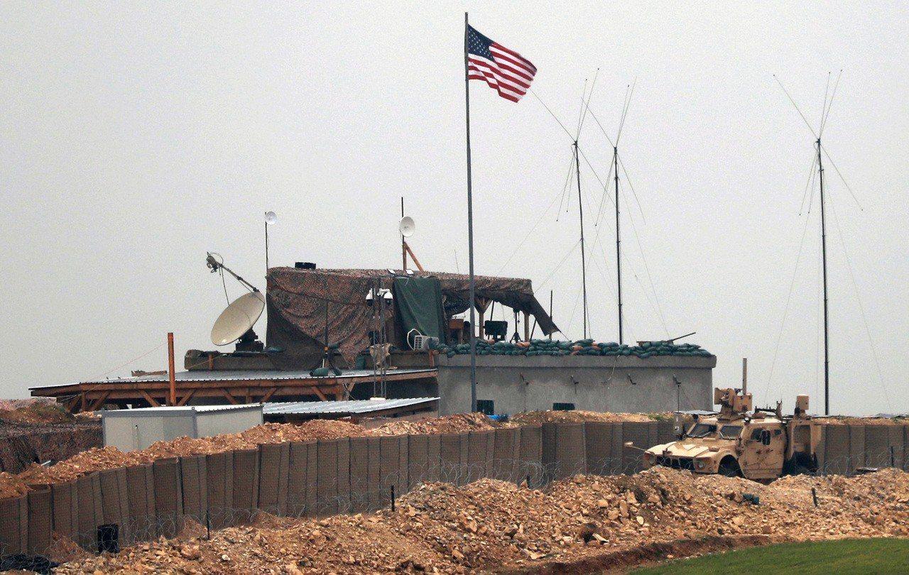 川普推文指出可能緩自敘利亞撤軍,稱逐步撤返但同時對抗IS。 世界日報記者魏碧洲/...
