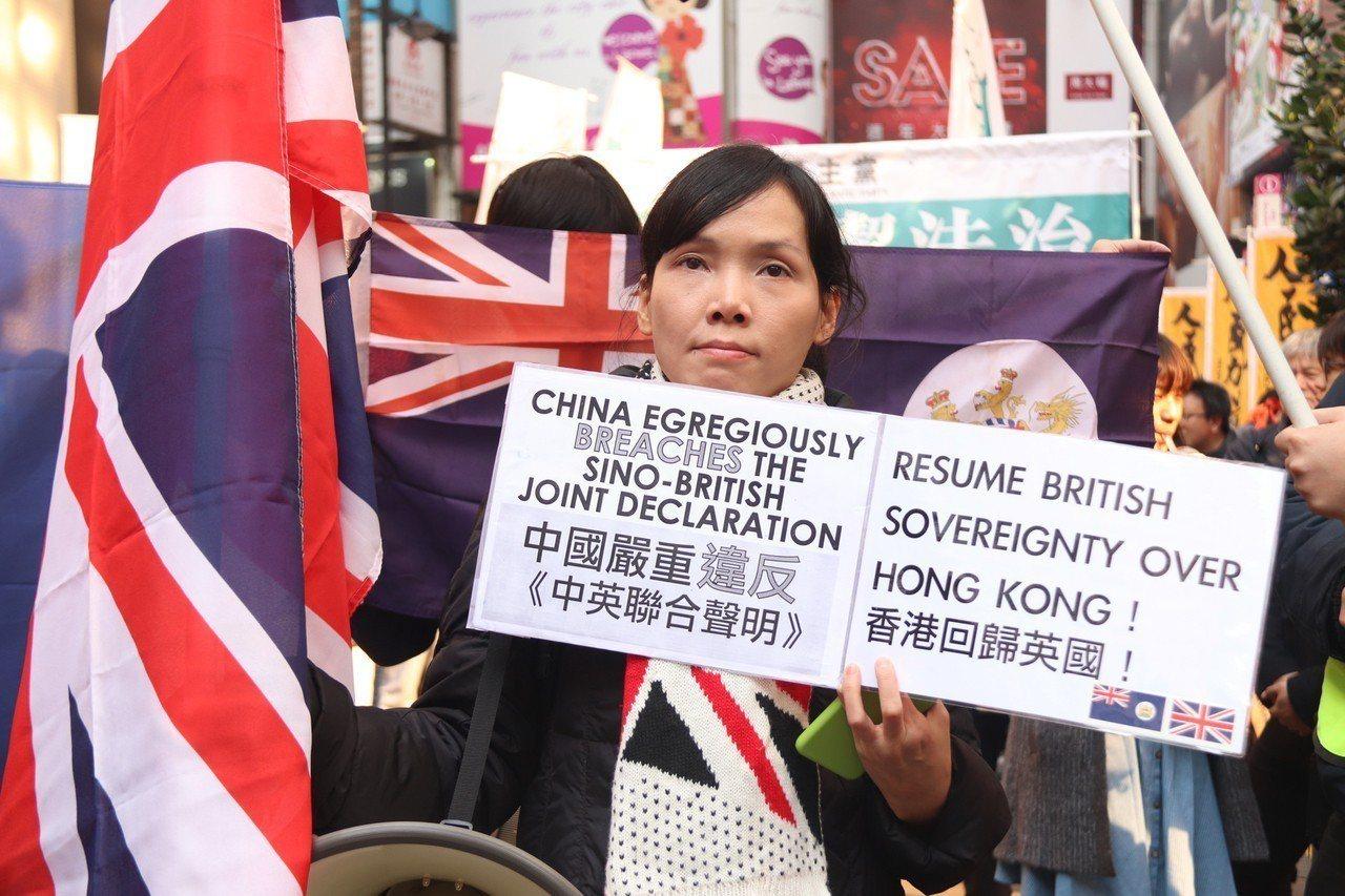 香港泛民組織民間人權陣線1日下午發起遊行,提出各種政治和民生訴求;有「港獨」組織...