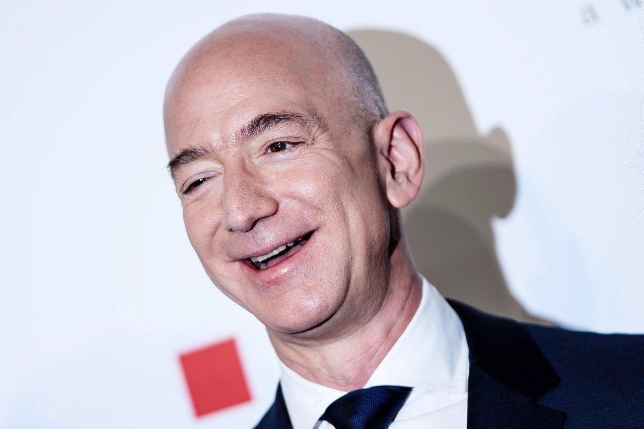 亞馬遜公司創辦人貝佐斯(Jeff Bezos)連續兩年蟬聯財富增加最多的富豪。 ...