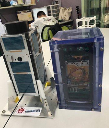 成功大學參與歐盟主辦的QB50計劃,所自主發展的鳳凰立方衛星. 張傑/攝影