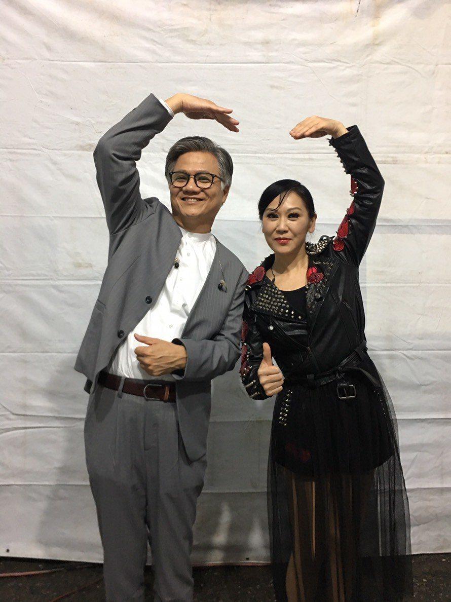 吳蕚洋和李麗芬在花蓮同台獻唱。圖/三立提供