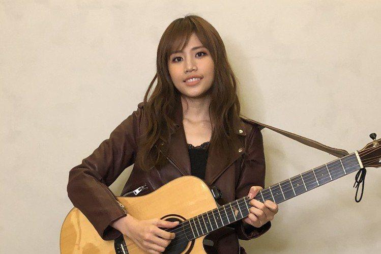 吳汶芳去年跨年背著吉他,在台南一連演唱「孤獨的總和」共4首招牌歌曲,以往因為都要趕場,每次倒數時刻都在車上度過,可惜算算時間,去年還是趕不上朋友的聚會,她笑說:「沒關係,這個時間就是留給工作、留給粉...