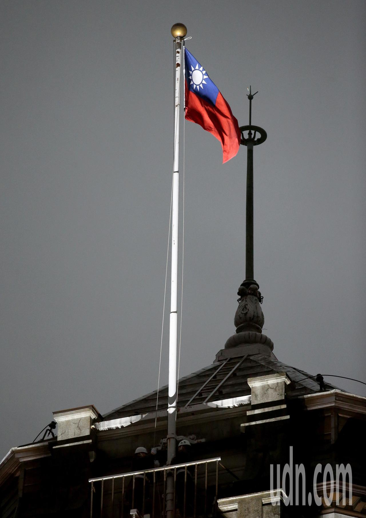 2019年元旦升旗典禮清晨在總統府前舉行。記者余承翰/攝影