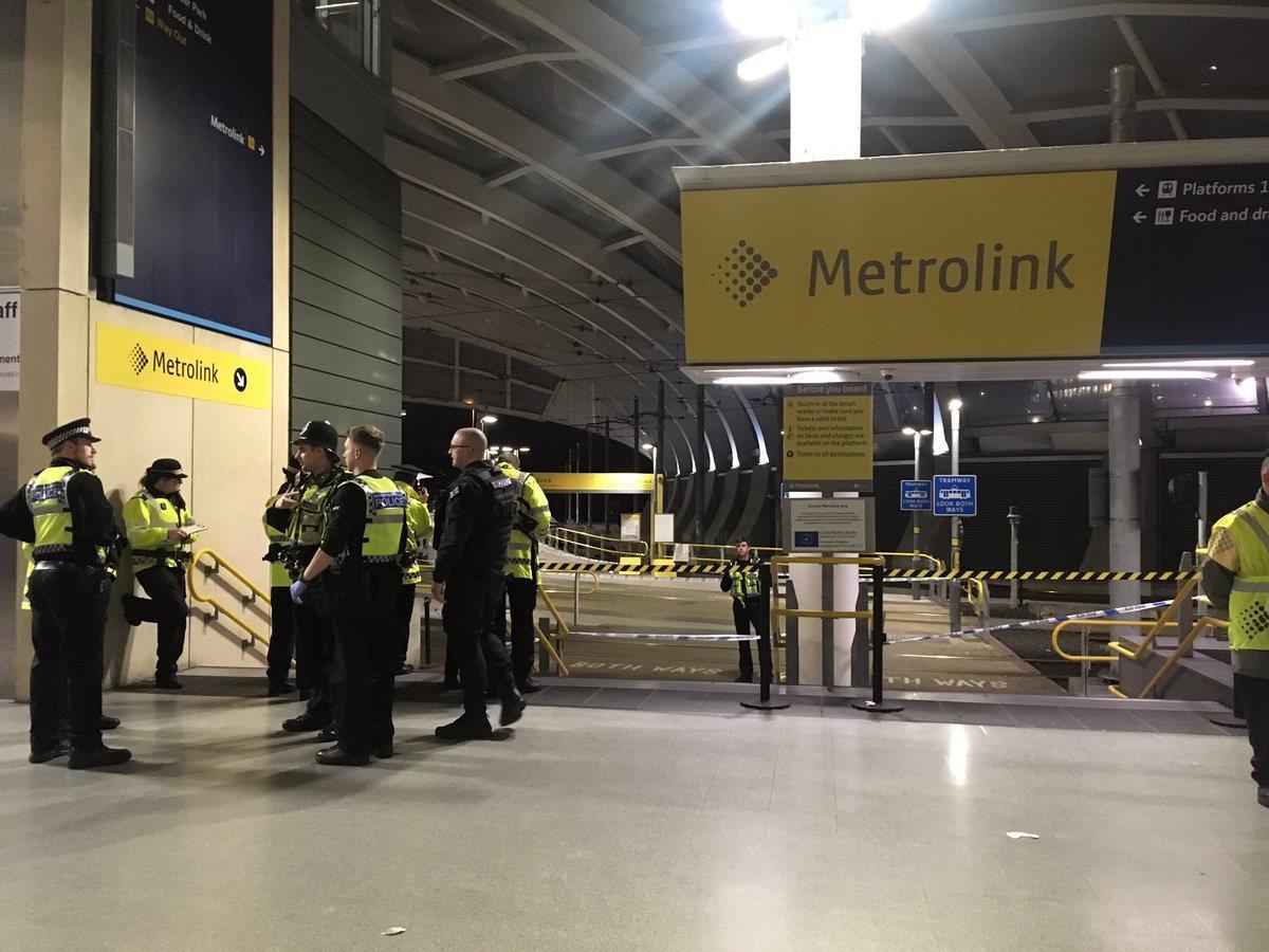 英國曼徹斯特的維多利亞火車站在跨年夜發生持刀傷人案,傳共三人受傷。該車站關閉,嫌...
