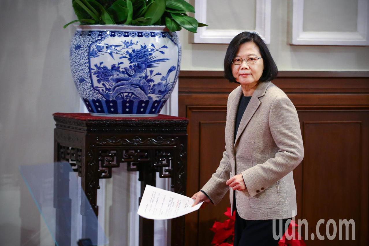 蔡英文總統上午在總統府內發表「2019新年談話」,她批評,中國大陸豬瘟疫情防治都...