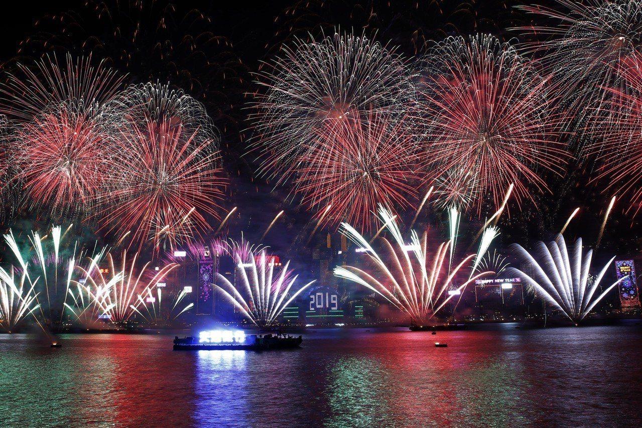 香港維多利亞港跨年煙火,是亞洲地區最知名的煙火秀之一;當局為了迎接2019年,特...