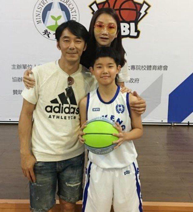 陶子和李李仁未來打算送女兒荳荳赴美國念籃球相關學校。圖/中央社提供