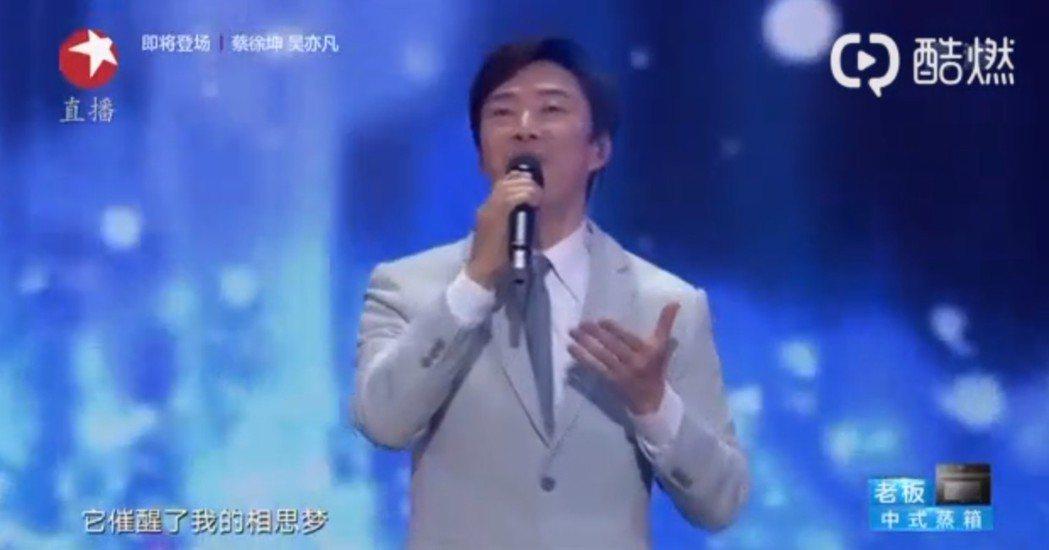 費玉清最後一次演唱跨年晚會。圖/摘自微博