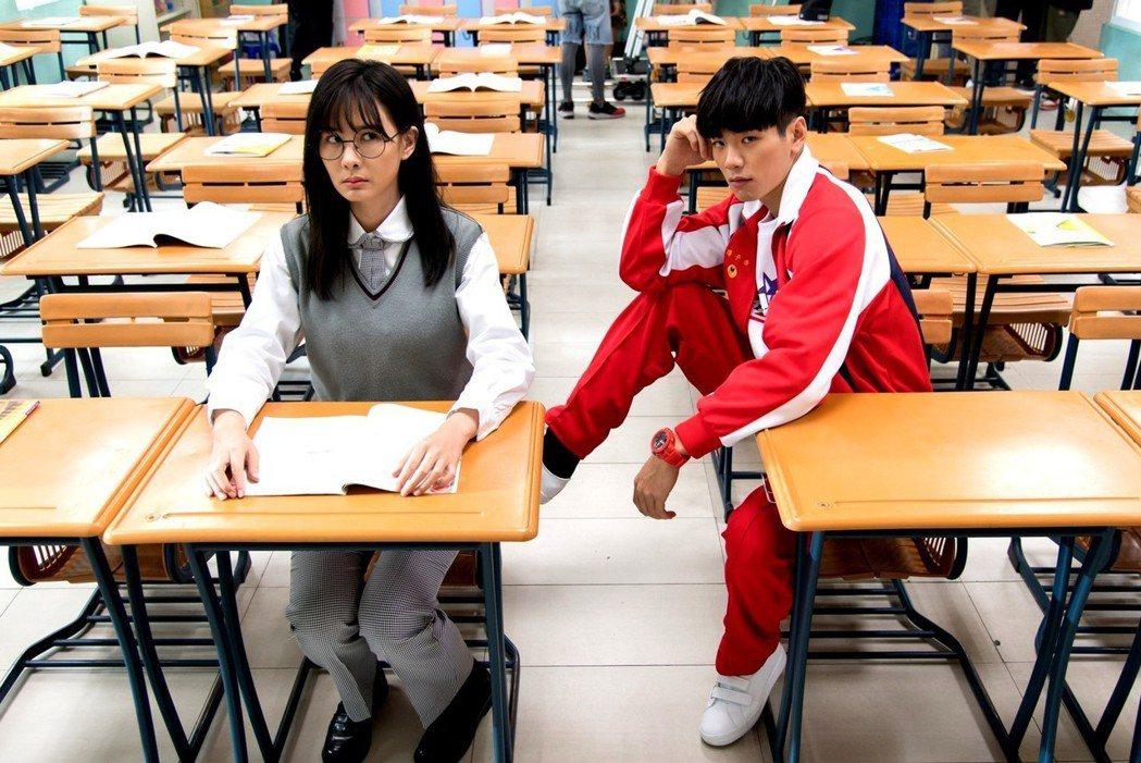 安心亞(左)和禾浩辰演三立偶像劇「你有念大學嗎?」 圖/三立提供