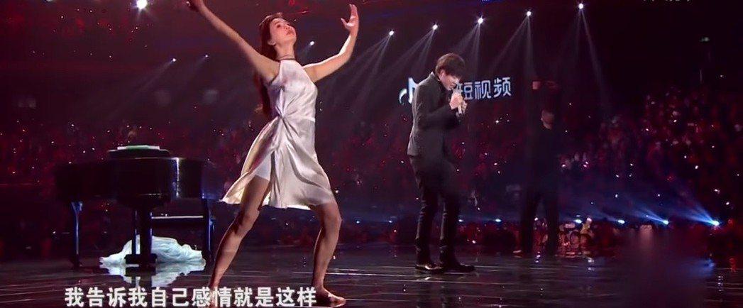 林志玲展現曼妙舞姿。圖/翻攝自YouTube