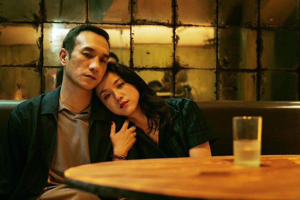 黃覺與湯唯在「地球最後的夜晚」關係曖昧難明。圖/摘自Screen Daily