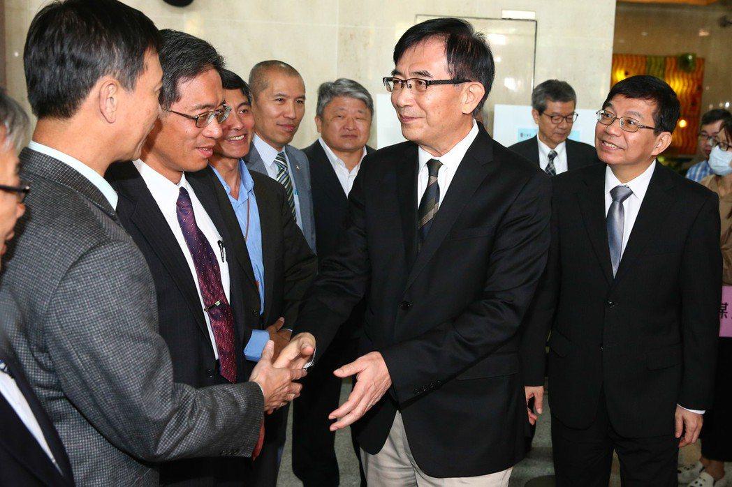 吳宏謀(右二)。圖/聯合報系資料照片