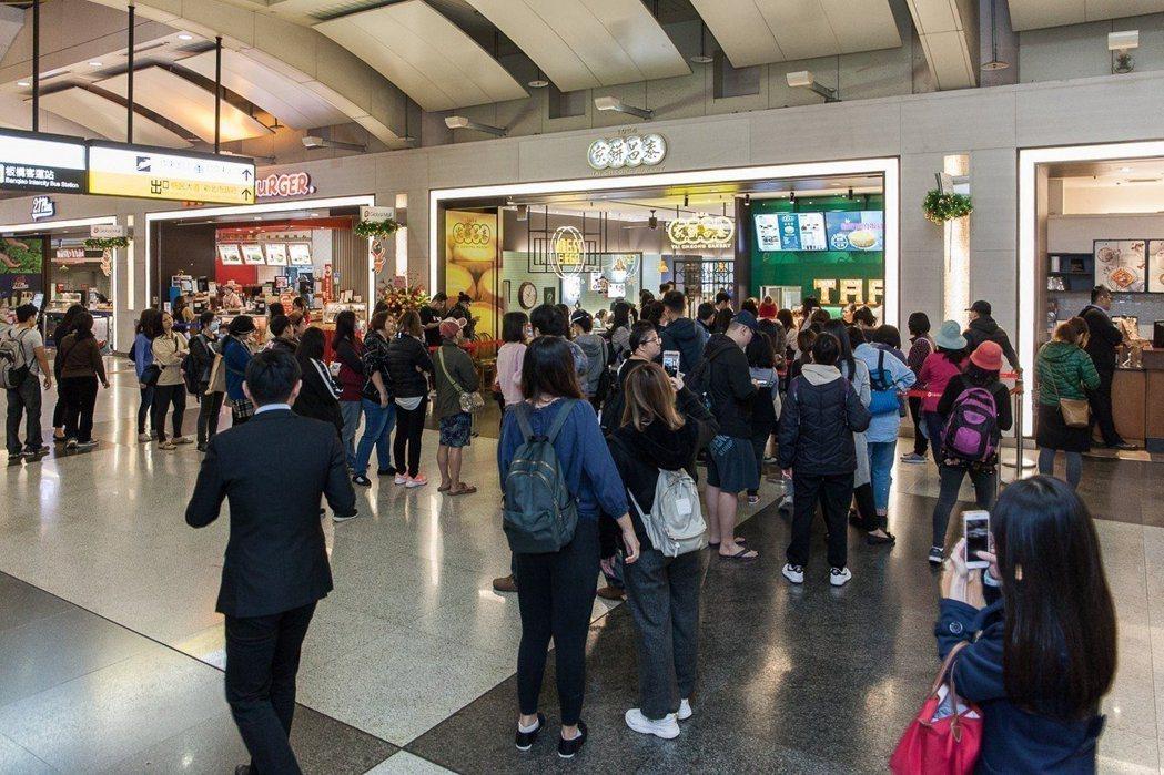 泰昌餅家於開幕第一天就吸引大批排隊人潮。 圖/泰昌餅家提供