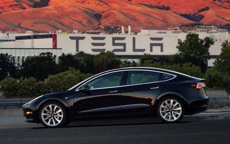 結束動盪擺脫交車地獄 2019年將成Tesla關鍵