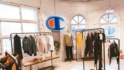 進駐台北西門町的Champion全台首家全支線概念店,販售包含日本、美國和歐洲線...