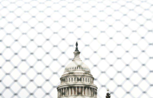 邊界圍牆預算問題導致美國政府部份關閉一個多星期,川普總統和國會領袖2日將見面。圖...
