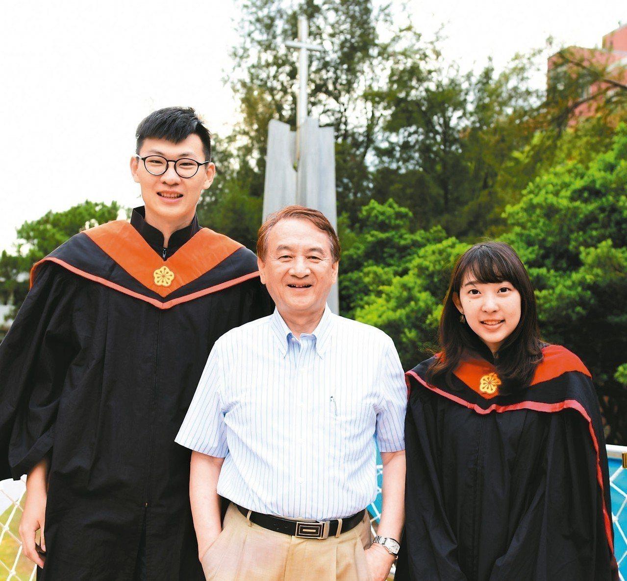 中原大學在校長張光正(中)帶領下,全人教育辦學理念獲社會認同。 圖/中原大學提供