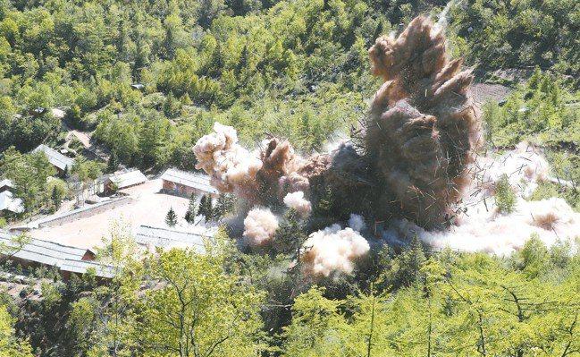 北韓去年5月24日炸毀豐溪里核試驗場的指揮站設施。 美聯社