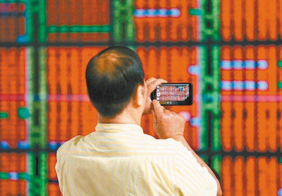 由於美股封關日持續強彈,道瓊工業指數漲幅達1.15%、NASDAQ指數上漲0.7...