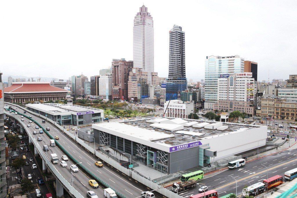 雙子星大樓所在的台北車站商圈剛好介於中正區、萬華區和大同區交界,過去台北東區崛起...