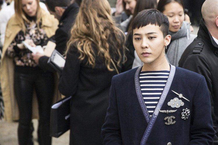 粉絲認為權志龍(右)瘦的時候像是皮包骨,他胖的新聞一出許多粉絲相當開心。 歐新社...