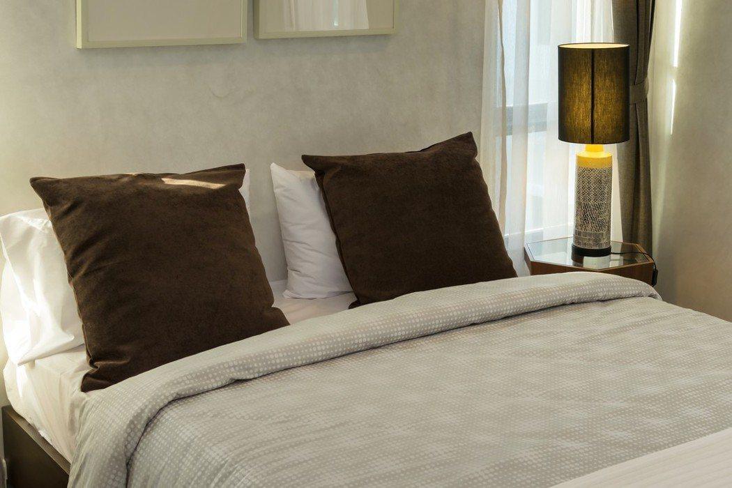 枕頭套、床單也要每周清洗,再拿去烘乾,溫度5-60度就能去除潮濕、殺死塵蟎。圖/...