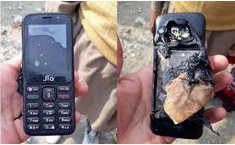 印度一名60歲老翁睡覺時將手機放在口袋中,結果手機竟爆炸起火,導致這名老翁不幸喪...