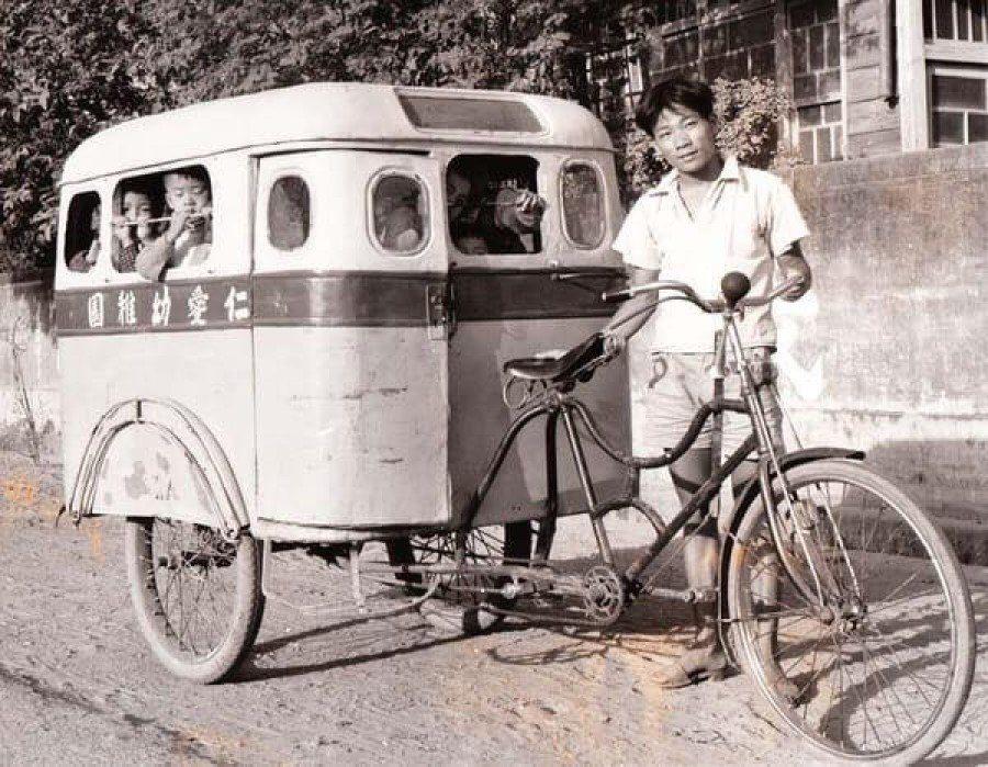 早期曾經出現過用人力拉動的幼稚園娃娃車 圖片來源/爆廢公社