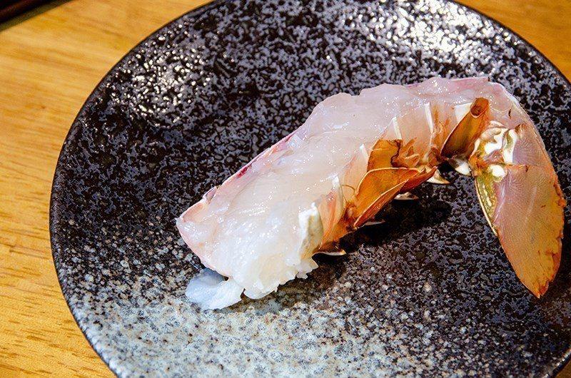 (圖/台灣旅行趣) ▲龍蝦還未烹煮時,肉質晶瑩剔透,生猛新鮮看得見。