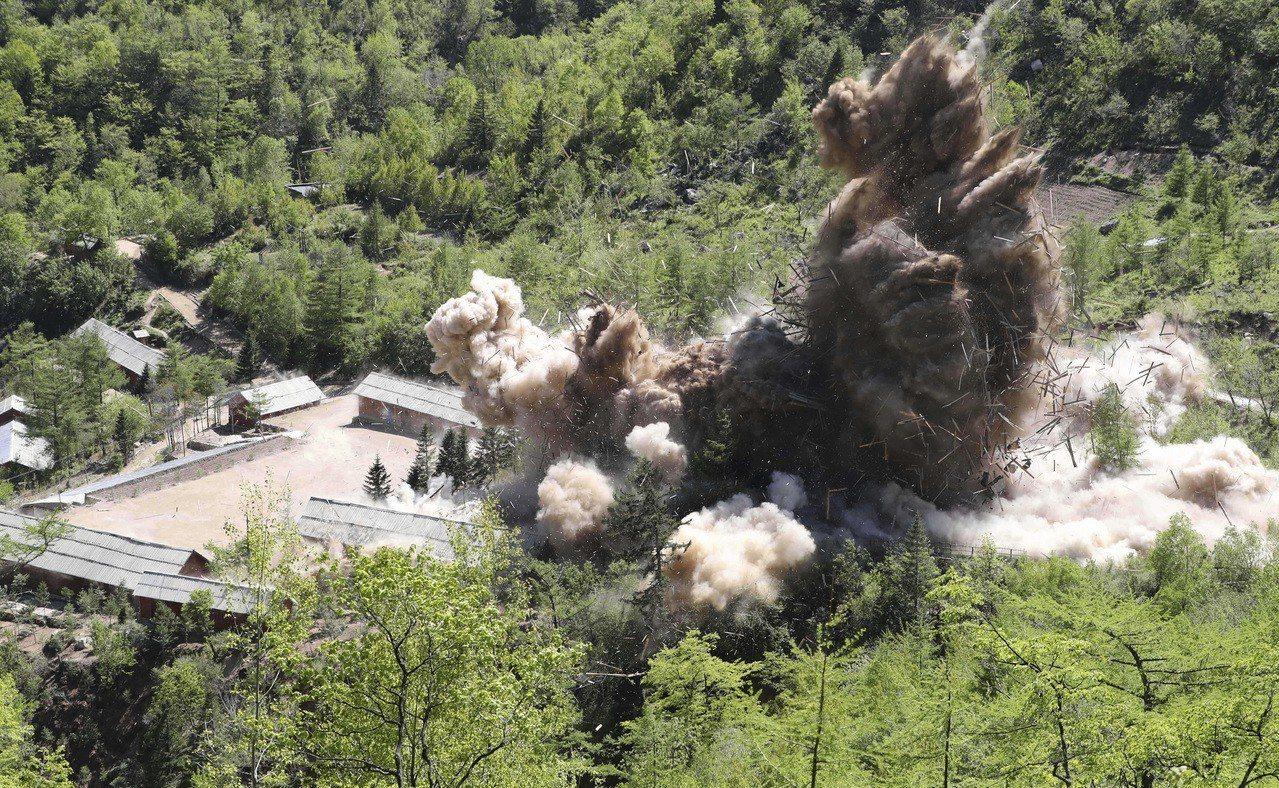 北韓去年5月24日炸毀豐溪里核試驗場的指揮站設施。美聯社