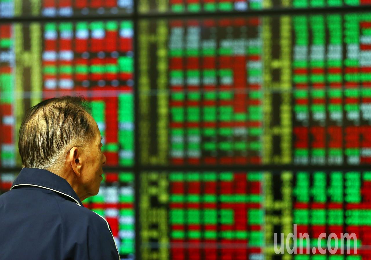 周一美股走揚,但2019年台北股市的第一個交易日,開盤雖小跌2.14點,但交易一...