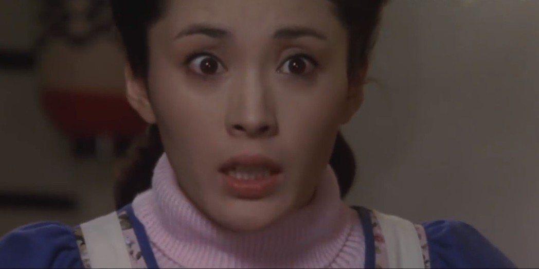 松坂慶子在「愛之物語」從妖嬈的情婦變成賢妻良母。圖/摘自YouTube